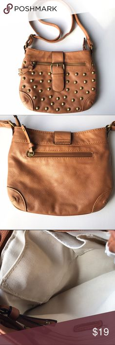 Aldo camel colored crossbody bag Gorgeous brown purse with gold colored accents on the front. The large part of the purse has multiple pockets inside, as shown in picture. There are two smaller zipper pockets on the outside as well. Adjustable strap. Very stylish purse for the essentials! Aldo Bags Crossbody Bags