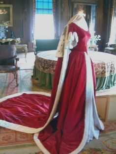 These robes are displayed at Chatsworth House, believed to belong to Georgiana, Duchess of Devonshire (1757-1806)& worn by Duchess Deborah to the coronation in 1953