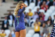 Jennifer Lopez, Claudia Leitte e Pitbull cantam na abertura da Copa