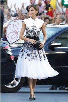Queen Latizia in black and wthite floral dress