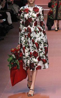 Dolce & Gabbana Fall/Winter 2015 Trunkshow Look 76 on Moda Operandi : rose print day dress