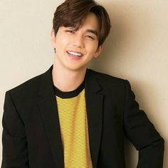 Im not a robbot # nice smile# Yoo Seung Ho, Korean Men, Korean Actors, Korean Dramas, Oppa Gangnam Style, Kdrama Actors, Park Shin Hye, Lee Jong Suk, Ji Chang Wook