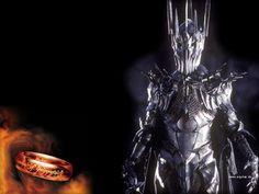 SAURON. El Señor de los Anillos de J.R.R. Tolkien. Sauron es el más famoso antagonista del increíble mundo creado por Tolkien. Nigromante, hechicero, cambia formas, soldado de Morgoth y eterno enemigo de los elfos, Sauron es un ser que solo desea controlar a los hombres y oscurecer sus corazones, llevando a su paso nada más que destrucción y desolación.