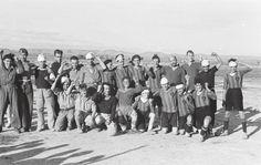 Alec Wainman tomó 1.650 fotos, que estuvieron perdidas en una maleta durante décadas hasta que las encontró su hijo. En la imagen, dos equipos de fútbol, uno de ellos de soldados convalecientes, el 25 de octubre de 1936, en Grañén (Huesca). Autor: Alec Wainman.