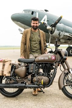 Royal Enfield Pegasus Classic sold out in 3 minutes! Enfield Bike, Enfield Motorcycle, Custom Motorcycle Helmets, Bobber Motorcycle, Women Motorcycle, Royal Enfield Wallpapers, Bullet Bike Royal Enfield, Royal Enfield India, Royal Enfield Modified