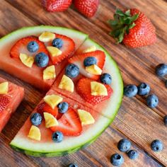 Fruit Pizza simply made with watermelon & your choice of other fruits. Healthy, delicious, & so easy even the kids can do it! Fruit Pizza Bar, Easy Fruit Pizza, Quick Pizza, Pizza Recipes, Dessert Recipes, Cooking Recipes, Flatbread Recipes, Dessert Dishes, Cookie Caramel