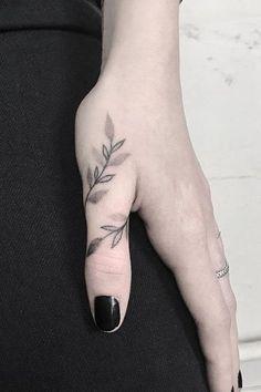 Finger Tattoo Designs, Tiny Finger Tattoos, Finger Tattoo For Women, Small Flower Tattoos, Small Tattoo Designs, Tattoos For Women Small, Small Tattoos, Tattoo Finger, Tiny Tattoo