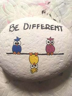 Painted Rock Animals, Painted Rocks Craft, Hand Painted Rocks, Painted Pebbles, Painted Wood, Painted Garden Rocks, Rock Painting Patterns, Rock Painting Ideas Easy, Rock Painting Designs