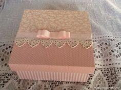 Resultado de imagem para caixa+de+mdf+decorada+para+casamento+branco+e+preto Diy And Crafts, Paper Crafts, Tea Box, Pretty Box, Altered Boxes, Wedding Boxes, Vintage Box, Craft Storage, Handmade Decorations