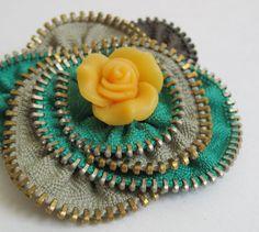 Etsy の Yellow Green Flower Zipper Brooch Pin by redyarn