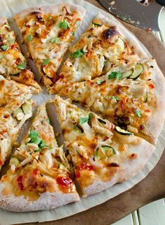 I could probably eat 20 of these looks yummy chicken Thai Chicken Pizza yummy food Think Food, I Love Food, Good Food, Yummy Food, Yummy Yummy, Delish, Thai Chicken Pizza, Thai Pizza, Chicken Flatbread