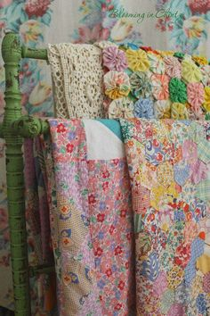 Vintage Quilt Tops @ Blooming in Chintz … Shabby Style, Shabby Chic Vintage, Shabby Look, Vintage Linen, Old Quilts, Antique Quilts, Vintage Quilts, Vintage Fabrics, Vintage Sheets