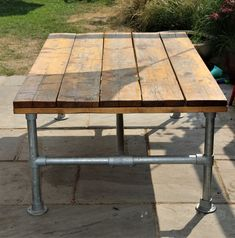 Diy Outdoor Table, Diy Patio, Outdoor Seating, Outdoor Dining, Patio Tables, Pallet Seating, Picnic Tables, Dining Table, Outdoor Decor