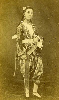 Woman Traditional Costume Fashion Old CDV Photo 1870 Arabian Women, Costumes Around The World, Figure Reference, Sahrawi Arab Democratic Republic, Moorish, North Africa, Illustrations, Fashion History, Traditional Outfits