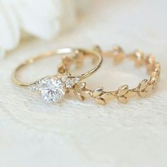 Slipper Ring, Round Diamond Diamond Engagement Ring and Yellow Gold Vine Wedding Band.Diamond Engagement Ring and Yellow Gold Vine Wedding Band. Vintage Engagement Rings, Vintage Rings, Diamond Engagement Rings, Halo Engagement, Vintage Diamond, Unique Vintage, Vintage Ideas, Engagement Jewellery, Delicate Engagement Ring