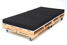 PALLET TRUNDLE BED----SO SMART!====Making one of these today to fit under a standard single bed. I don't want to waste cash on a trundle when I have pallets laying around the house! Pallet Crates, Old Pallets, Recycled Pallets, Wooden Pallets, Euro Pallets, Repurposed Furniture, Pallet Furniture, Rustic Furniture, Furniture Design