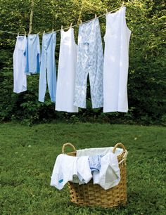 Hanging out laundry makes me happy!  I would love to do this....homeowners association frowns on it #countryliving
