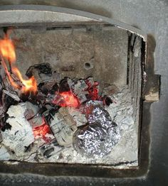 Woodstove cooking --- cooking inside and on top of the woodstove. Cooking Tofu, Cooking A Roast, Cast Iron Dutch Oven, Cast Iron Cooking, Campfire Food, Campfire Recipes, Wood Stove Cooking, Cooking Courses, Cooking Supplies