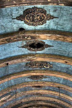 ❥ blue ceiling I find architecture like this very inspiring for many different reasons.