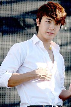 KYAAAAA~ Oh my handsome gorgeous Lee Donghae <3 <3 <3