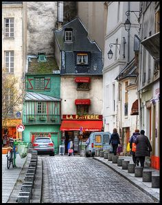 5th arrondissement - la rue Galande.  What a quirky little street!