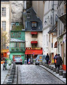 5th arrondissement - la rue Galande.  What a quirky little street!