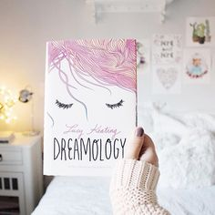 Dreamology  I can't wait to read this book  •  Chegou meu exemplar de Dreamology  Tô muito animada pra ler esse livro  #bookstagramfeature #epicreads #dreamology #lucykeating