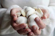 Esta é a conhecida #simpatia do alho que por ser fácil de ser fazer, é…