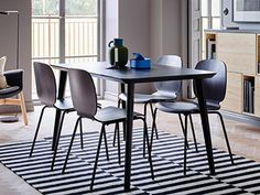En matplats med LISABO matbord. Bar Table, Decor, Table, Chair, Furniture, Dining Chairs, Home Decor, Dining, Dining Table
