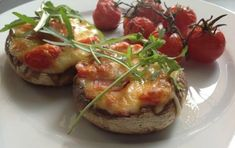 Portobello mushrooms stuffed with cheese, bacon, and cherry tomatoes - iCookGreek Finger Food Appetizers, Finger Foods, Dessert Drinks, Dessert Recipes, Chocolate Fudge Frosting, B Recipe, Greek Dishes, Appetisers, Portobello