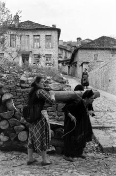 James Burke.Μέτσοβο 1959 Greek History, Virtual Museum, Greece, The Past, Culture, Black And White, Couple Photos, Life, Dreams