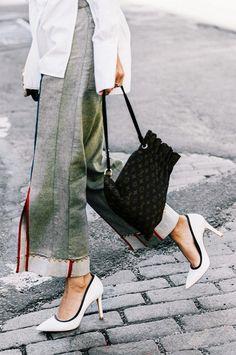White pumps + cropped pants
