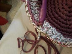 Fotonávod na háčkovaný košík z příze Biskvit s kulatým dnem Diy And Crafts, Diamond, Jewelry, Knits, Dots, Bags, Jewlery, Jewerly, Schmuck