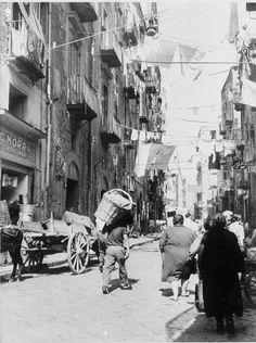 Napoli , vicoli , 1934 ca