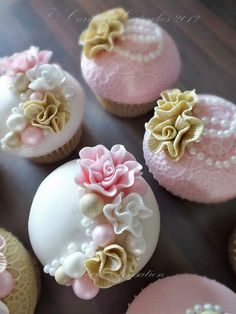 I just love cup cakes! Have to have some at my wedding!!