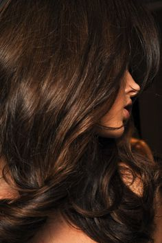 Brunette Bombshell! Aloxxi Hair Color Personality Arrividerci Roots!® | brunette hair | long hair | natural waves | hair inspiration