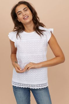 You have to add to your high-summer wardrobe this unique Broderie Anglaise cotton Shirt embroidered with flower motifs - Made in Italy With Love Women's Summer Fashion, Look Fashion, Fashion Outfits, Blouse Styles, Blouse Designs, Eyelet Top, Clothing Hacks, Hippie Outfits, Short Tops