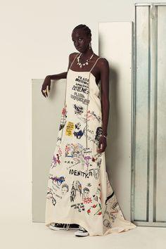 The complete Ambush Spring 2018 Menswear fashion show now on Vogue Runway. Runway Fashion, Fashion Art, Womens Fashion, Fashion Design, Fashion Styles, Fashion Prints, Vogue, Stoff Design, Summer Dress