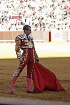 Flamenco Dancers, Belly Dancers, Matador Costume, Body Poses, Men In Uniform, Courses, Beautiful Men, Beautiful Horses, Dress Up