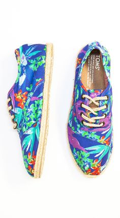 Birds of Paradise print #TOMS Cordones. Perfect with summer dresses and short shorts.