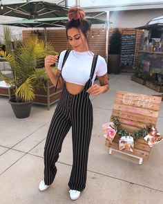 Cute pants and style Chic Outfits, Trendy Outfits, Fashion Outfits, Womens Fashion, 2000s Fashion, Girly Outfits, Cute Summer Outfits, Fall Outfits, Cute Pants