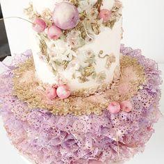 バレリーナのチュチュをイメージした、ロマンティックなケーキ。
