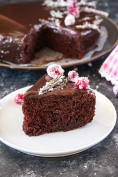 An amazingly delicious moist cake prepared with 7 ingredients and cooked for 7 minutes in a microwave. Oh so chocolate-y and super yummy! Egg Free Chocolate Cake, Microwave Chocolate Mug Cake, Eggless Chocolate Cake, Mug Cake Microwave, Microwave Baking, Eggless Microwave Cake Recipe, Eggless Vanilla Cake Recipe, Eggless Baking, Eggless Recipes
