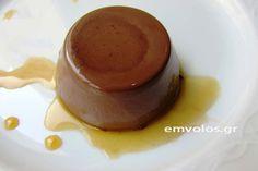 Το όνομά της σημαίνει «ψημένη κρέμα» και είναι από τα πιο αντιπροσωπευτικά γλυκά επιδόρπια της Ιταλικής ζαχαροπλαστικής. Μπορούμε να την συνθέσουμε με ποικίλα υλικά και να την περιλούσουμε με σάλτσες ή σιρόπια δικής μας επινόησης. Από σοκολάτα, μαστίχα, εσπεριδοειδή αλλά και φρούτα του πάθους ή του δάσους. Την καλύτερη πανακότα την δοκίμασα στη Βενετία στο … Pudding, Desserts, Food, Meal, Custard Pudding, Deserts, Essen, Hoods, Dessert