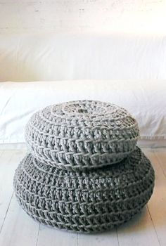 Floor Cushion Crochet Thick Cotton Medium Grey (by lacasadecoto) Crochet Wool, Hand Crochet, Hand Knitting, Giant Floor Cushions, Floor Pillows, Love Decorations, Chunky Wool, Trendy Home, Cotton Lights