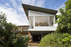 Macmasters Beach house involves a modern take on a traditional typology, the beach house. The beach house conjures imagery of light and airy spaces, a . Passive Design, Design Living Room, Palette, Tropical Houses, Modern Tropical House, Architecture Design, New Homes, House Design, Australian Houses