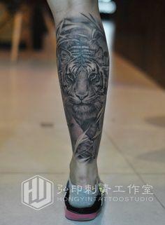 #Realistic tiger tattoo #Crus tattoo #HongYin-Tattoo
