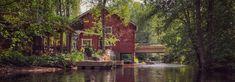 Turpoonjoen melonta Tammelassa on monipuolinen seikkailu varjoisien vesien äärelle | Retkipaikka Cabin, House Styles, Home Decor, Decoration Home, Room Decor, Cottage, Interior Decorating, Cottages