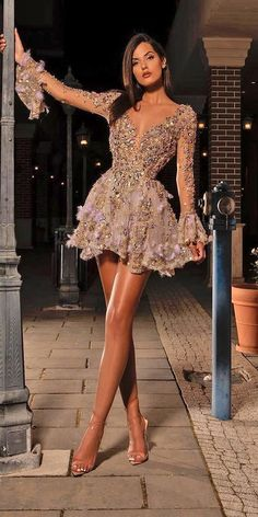 evening dresses Short wedding dresses are the ideal option for the conventional bride whos searching for a bit of comfort. They can be as gorgeous as a long gown. Besides, short style Glam Dresses, Pretty Dresses, Sexy Dresses, Beautiful Dresses, Evening Dresses, Short Dresses, Summer Dresses, Short Elegant Dresses, Dinner Dresses