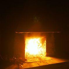 Preparare la cena è un atto semplice e quasi automatico ma, talvolta, è bello complicarsi un po' la vita riscoprendo antiche tradizioni come quella di cucinare in un vecchio forno a legna...